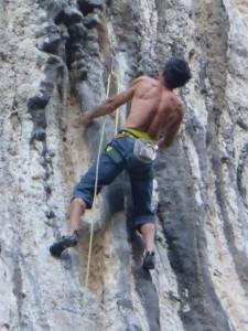 grimpeur-sportif-falaise