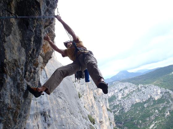 grimpeur-suspension-travail