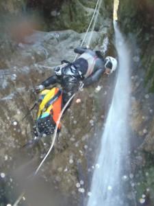 Canyon-Sportif-Rappel-sous-cascade