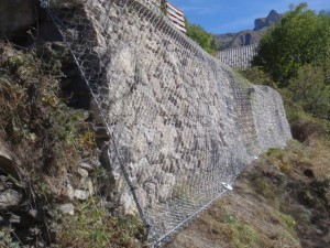 Grillage-Protection-Mur en pierre