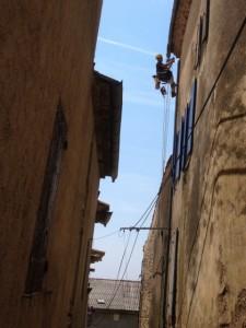 Référence Cordiste en Bâtiment :réparation d'une descente de gouttière